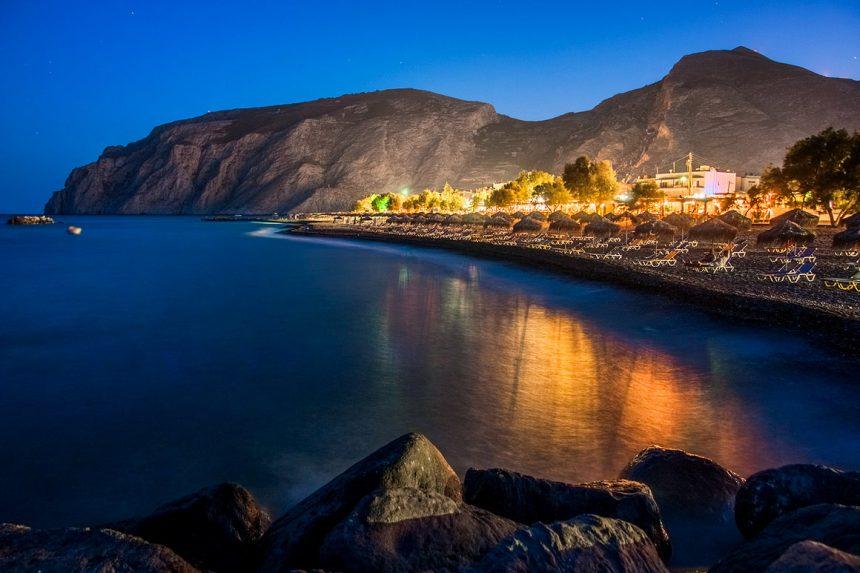 Чёрный пляж ночью, остров Санторини