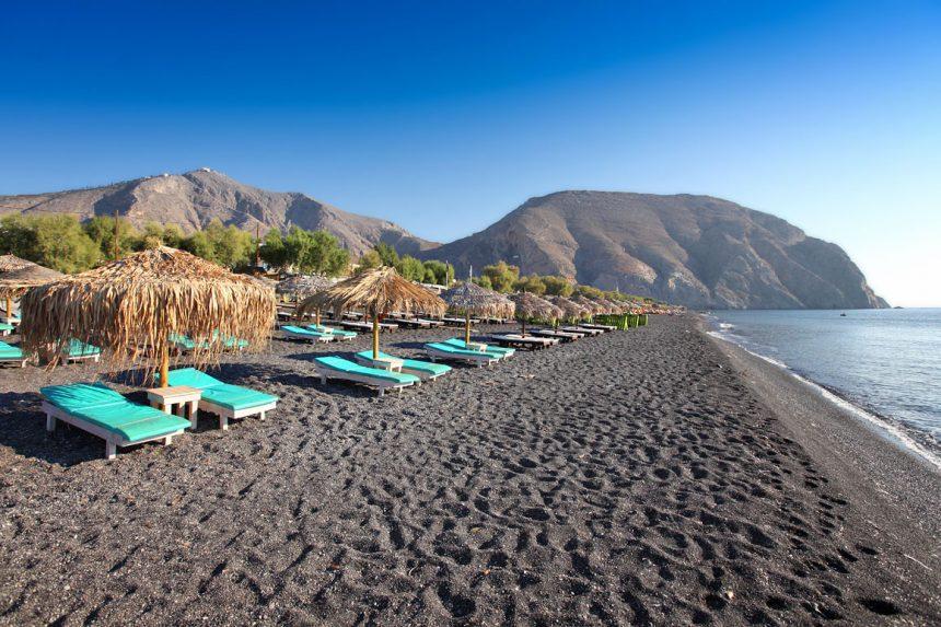 Чёрный пляж Перисса