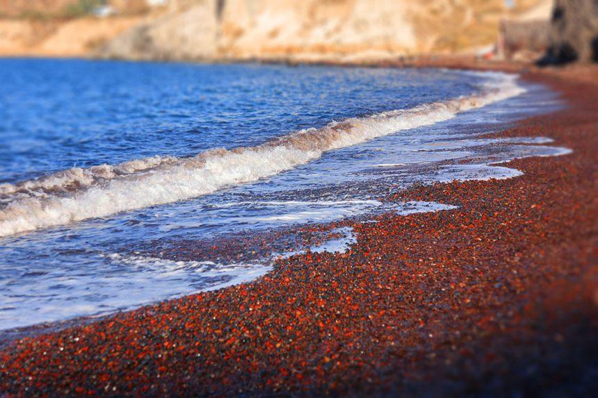 Побережье красного пляжа Санторини