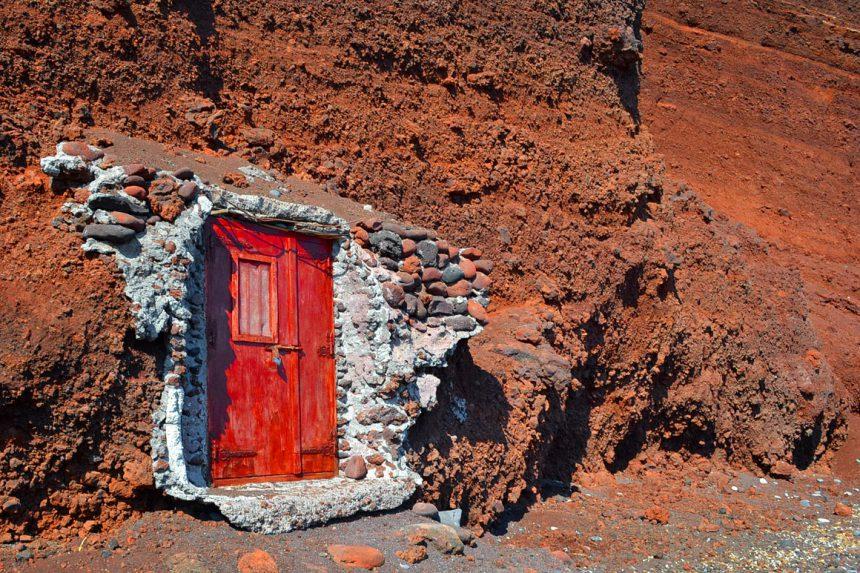Секретная дверь на Красном пляже