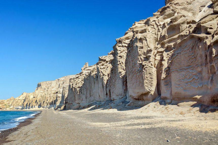 Скалы на пляже Влихада, Санторини
