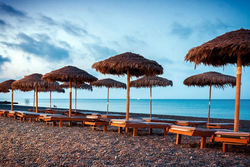 Чёрный пляж Камари в вечернее время, Санторини