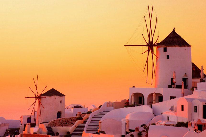 Наблюдение за закатом у ветряной мельницы Милос, Ия, Санторини