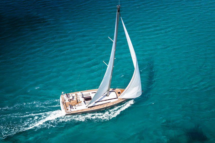 Семнадцатиметровая Beneteau Oceanis 55, аренда яхт на Санторини